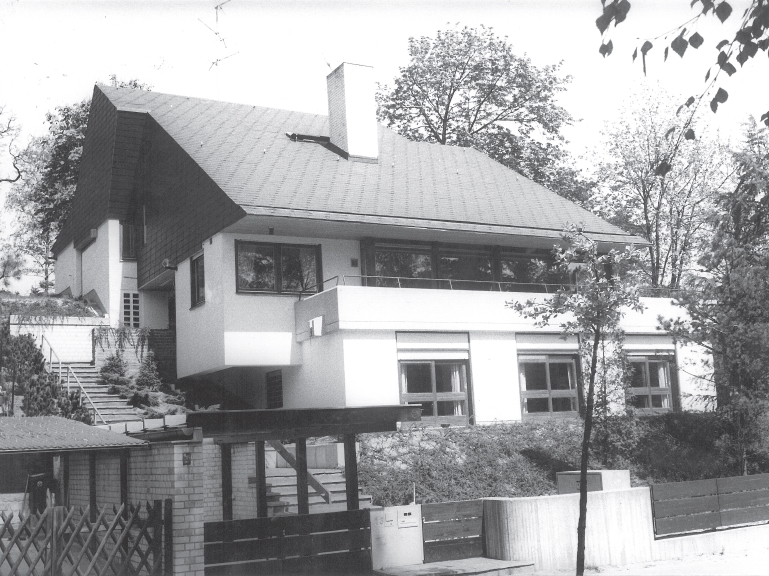 zweifamilienhaus am hang in berlin frohnau am biberbau. Black Bedroom Furniture Sets. Home Design Ideas